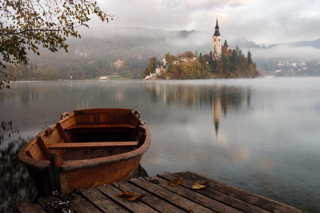 église isolée sur une île – Bled